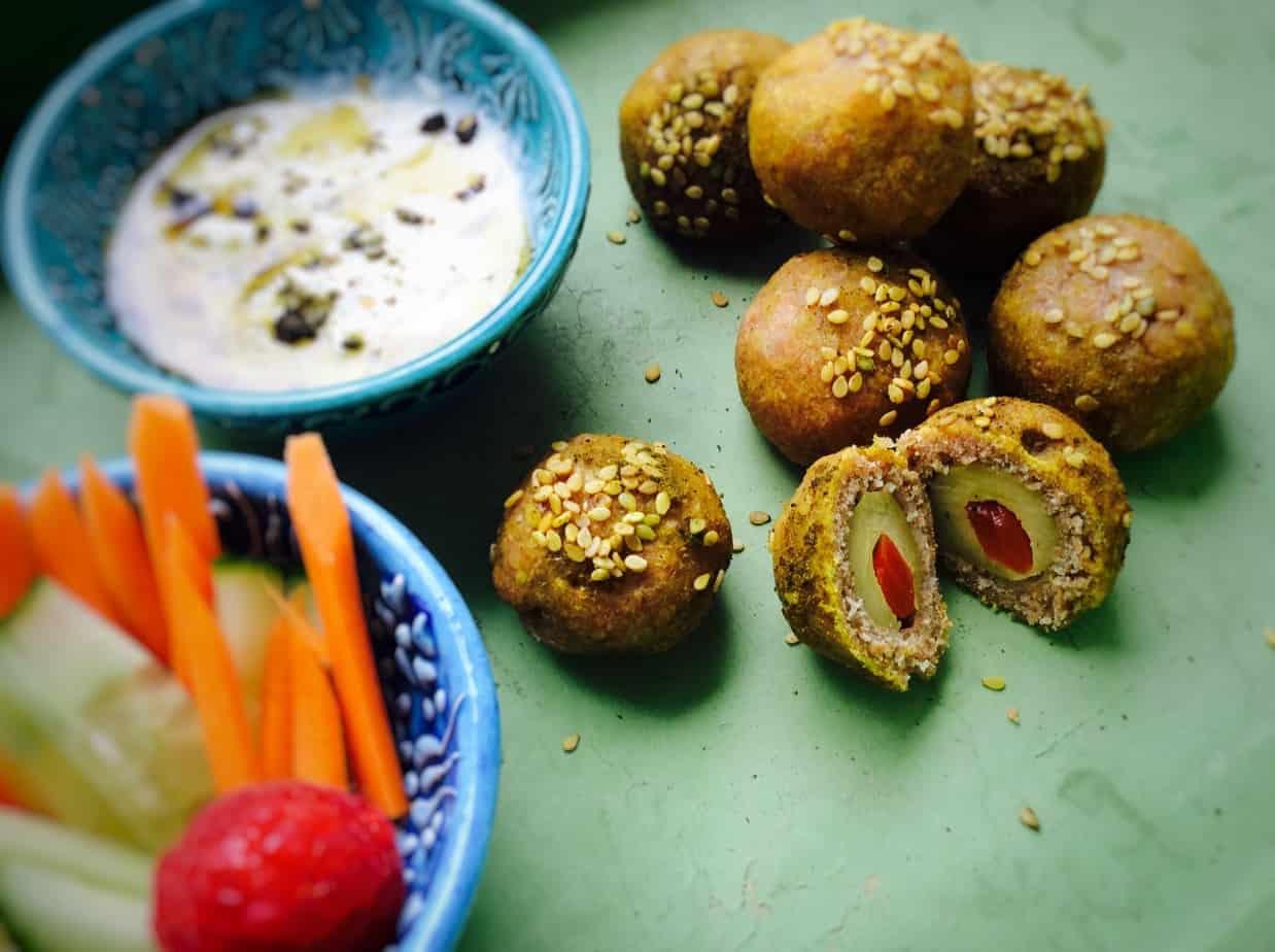 חטיפי בצק ממולאים בזיתים