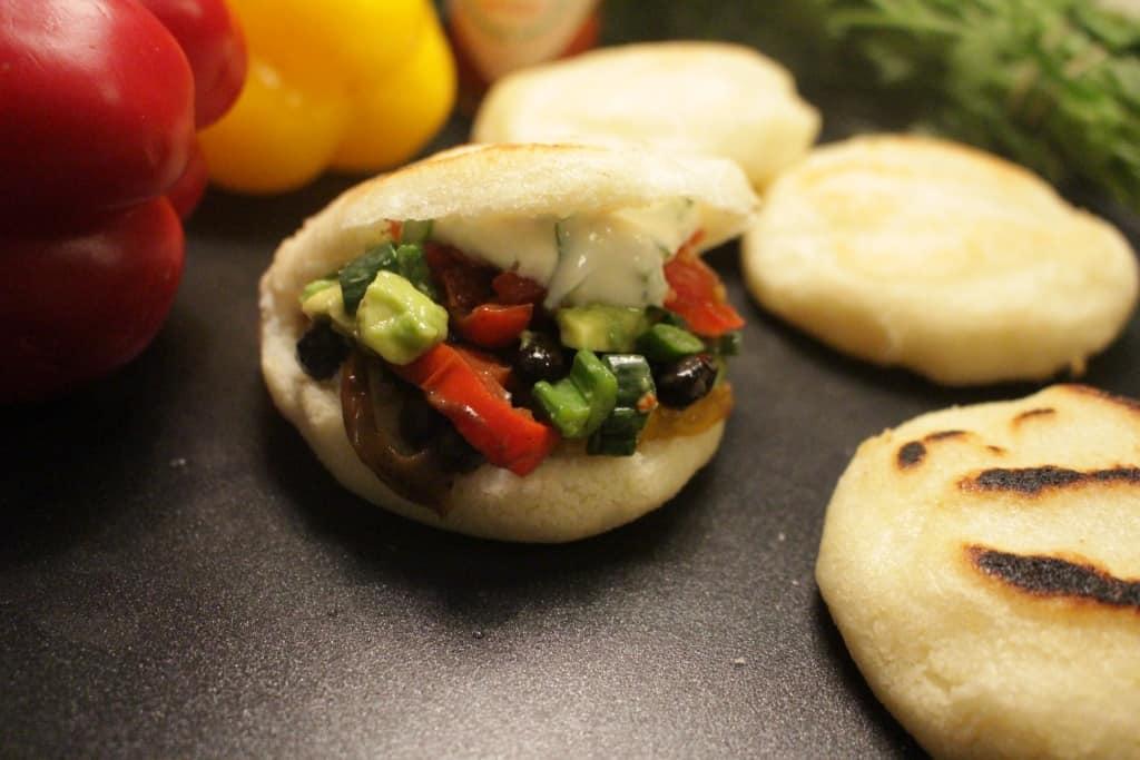 ארפה Arepa ארוחת בר, מילויים, טעמים וצבעים