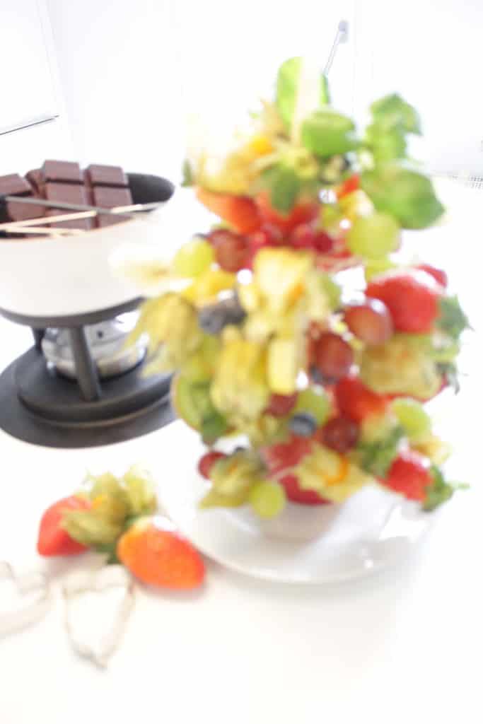 זר פירות ופונדו שוקולד