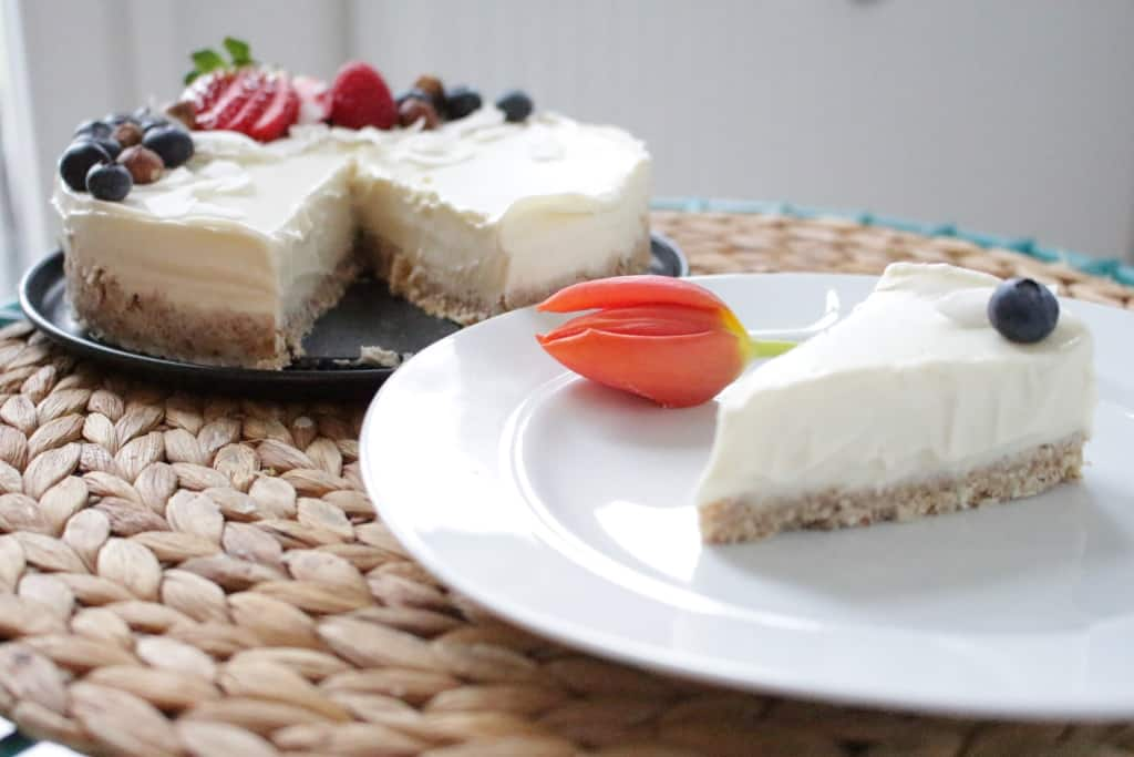 עוגת מוס שוקולד לבן טבעונית