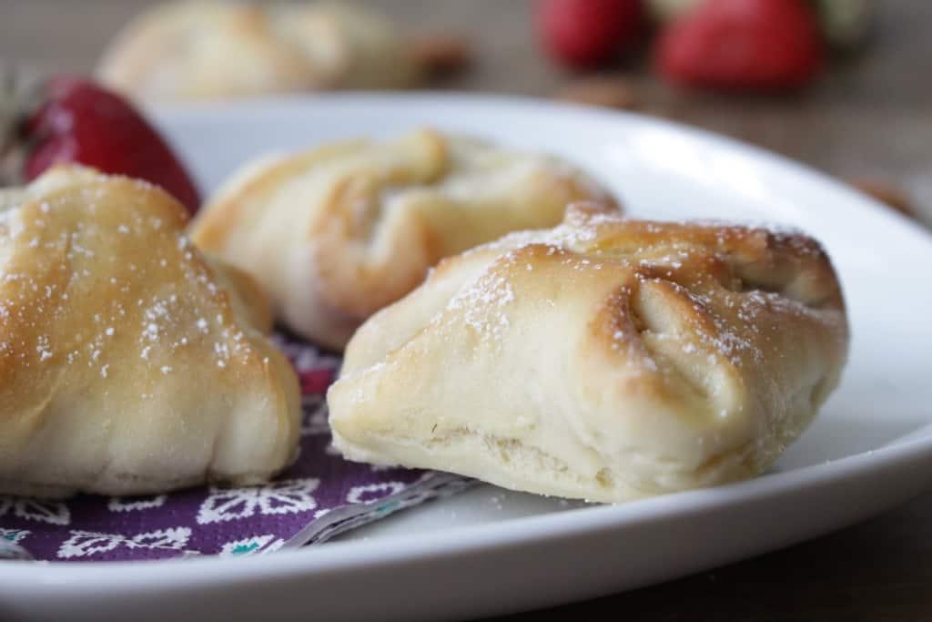 מעטפות שמרים ממולאות 'גבינת וניל אגוזים' חמוציות ומי ורדים
