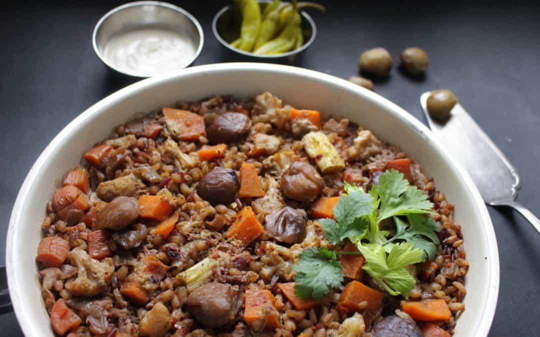 תבשיל קדירה מיקס דגנים מלאים, ערמונים, ירקות כתומים וכרובית
