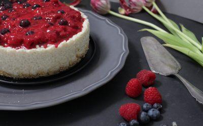 עוגת אורז טבעונית – עם פירות יער, תותים ודובדבנים, ללא גלוטן