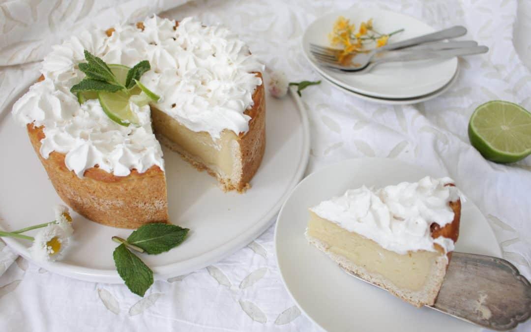 טארט (עוגת גבינה) וליים – טבעונית, מטריפה, מקושטת קצפת טבעית וביתית