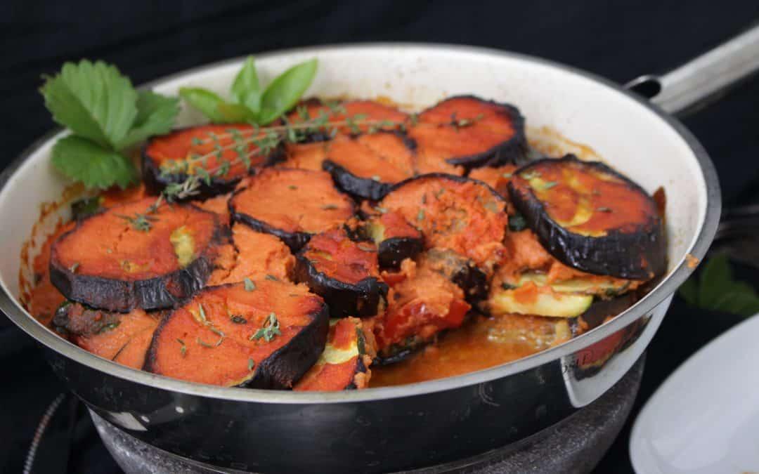 מאפה שכבות איטלקי – טבעוני, של פרוסות חצילים, קישואים ועגבניות, משגע!