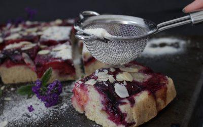 עוגת שזיפים ושקדים הפוכה – טבעונית, פשוטה, קלילה ומטריפה