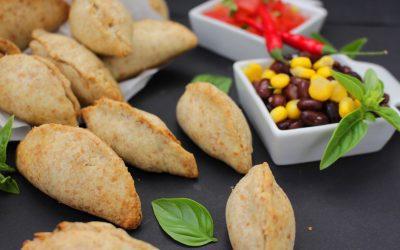 אמפנדס משגעים, במילוי צבעוני ועוקצני, עשויים קמח כוסמין מלא ושמן זית