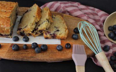 עוגת וניל, אוכמניות ושקדים טבעונית, בחושה, גבוהה וטעימה