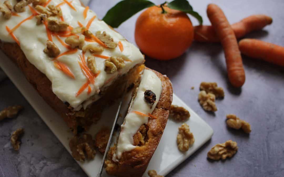 עוגת גזר – קלמנטינה, עם אגוזים, צימוקי אוכמניות וקרם טבעי ומפתיע