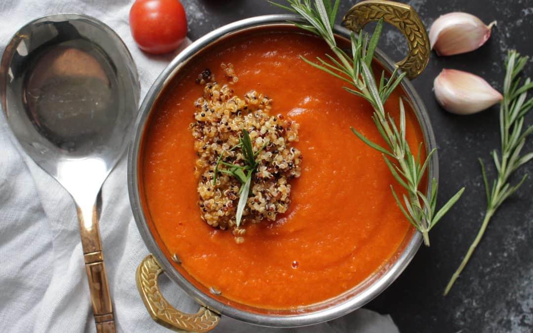 מרק עגבניות, בניחוחות הודיים ותוספת קינואה קראנץ'
