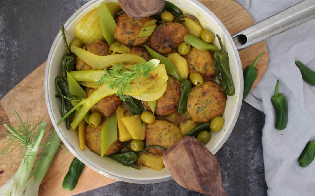קציצוטופות, טבעוניות עם ירקות שורש, ארטישוק ירושלמי, זיתים ועוד, ברוטב חמצמץ פיקנטי