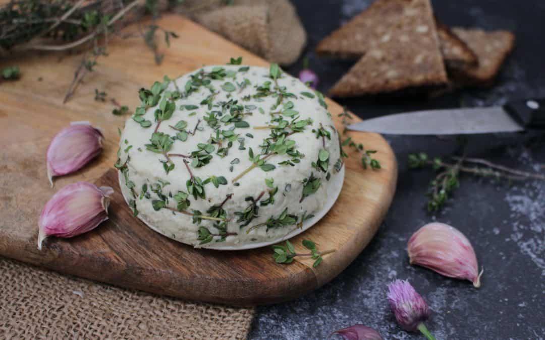 גבינת אגוזים ועשבי תיבול, טבעונית ומטריפה