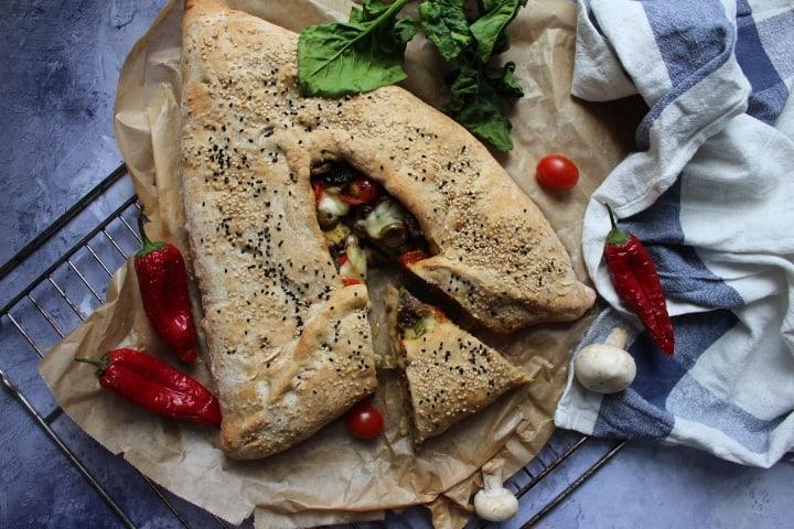 אוזן המן פיצה – טבעונית, משפחתית וחגיגית