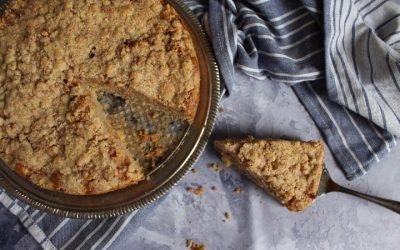 עוגת תפוחים פירורים טבעונית – מקמח כוסמין מלא, גבוהה, אוורירית, רכה וכל כך טעימה