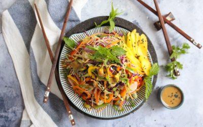 סלט ויאטנמי צבעוני וטבעוני – ארוחה קלילה ומלאה!