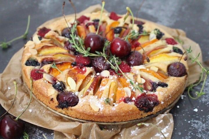 עוגת פירות קיץ – טבעונית, ססגונית, טעימה וקלה להכנה
