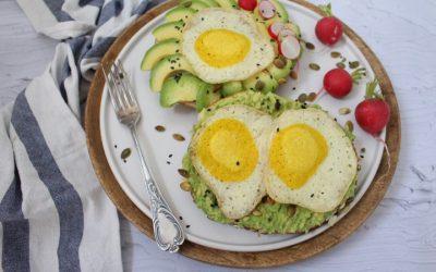 ביצת עין טבעונית – עם בייגל טוסט מהיר הכנה מקמח כוסמין מלא ואיך לא…אבוקדו