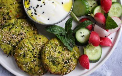 לביבות כרובית טבעוניות סופר מזינות – עשויות מ 2 מרכיבים!!! ללא גלוטן, אפויות בתנור