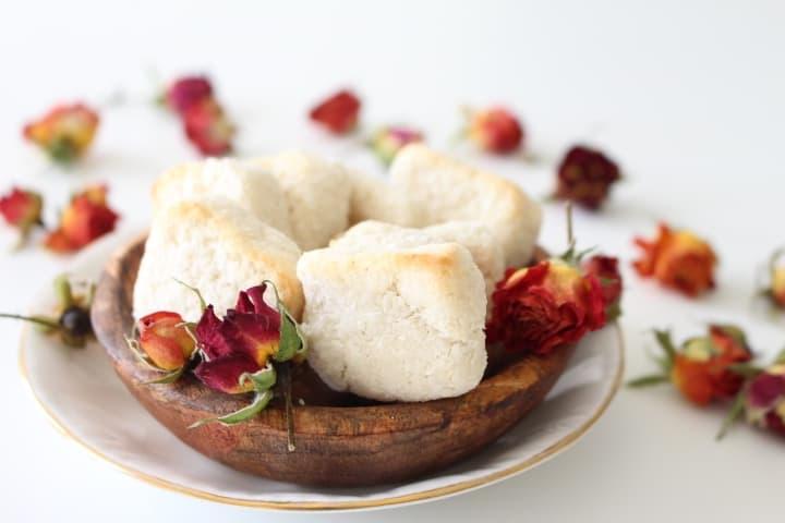 עוגיות קוקוס משגעות – מתאימות לפסח, ללא גלוטן, טבעוניות