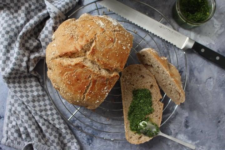 לחם כוסמין מלא מ 2 מרכיבים – קל ופשוט להכנה