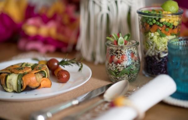 חגיגה אביבית של טעמים, צבעים, רעיונות והדרכות יצירה לשולחן החג