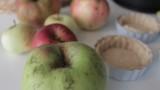 פאי תפוחים טבעוני בקרם קוקוס ושקדים