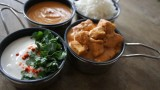 מקאני פניר מוגש עם ראיטה ואורז בסמטי, טבעוני וצבעוני